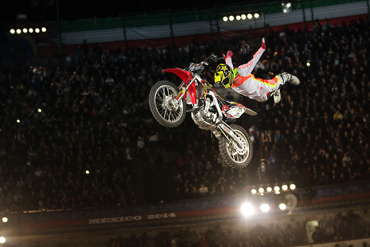 RED BULL X FIGHTERS m2