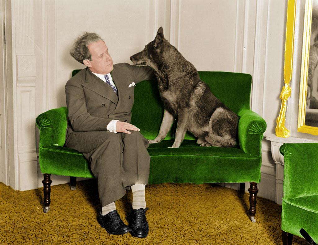 sergei-7-'Sergei-Eisenstein--con-Rin-Tin-Tin,-durante-su-visita-1929-a-los-Estados-Unidos'