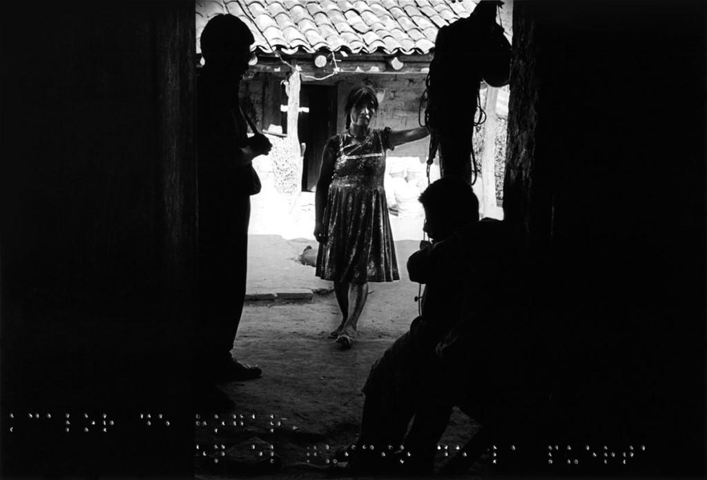 Calor de hogar en el quicio de la puerta, de la serie Fronteras