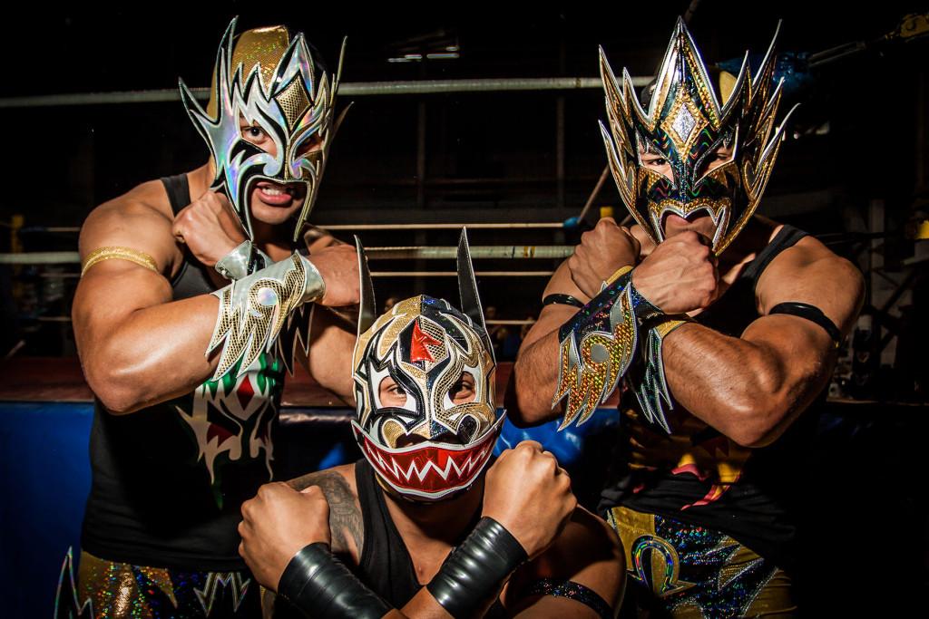 lucha-2-Alfa,-Anubis-Black-y-Omega