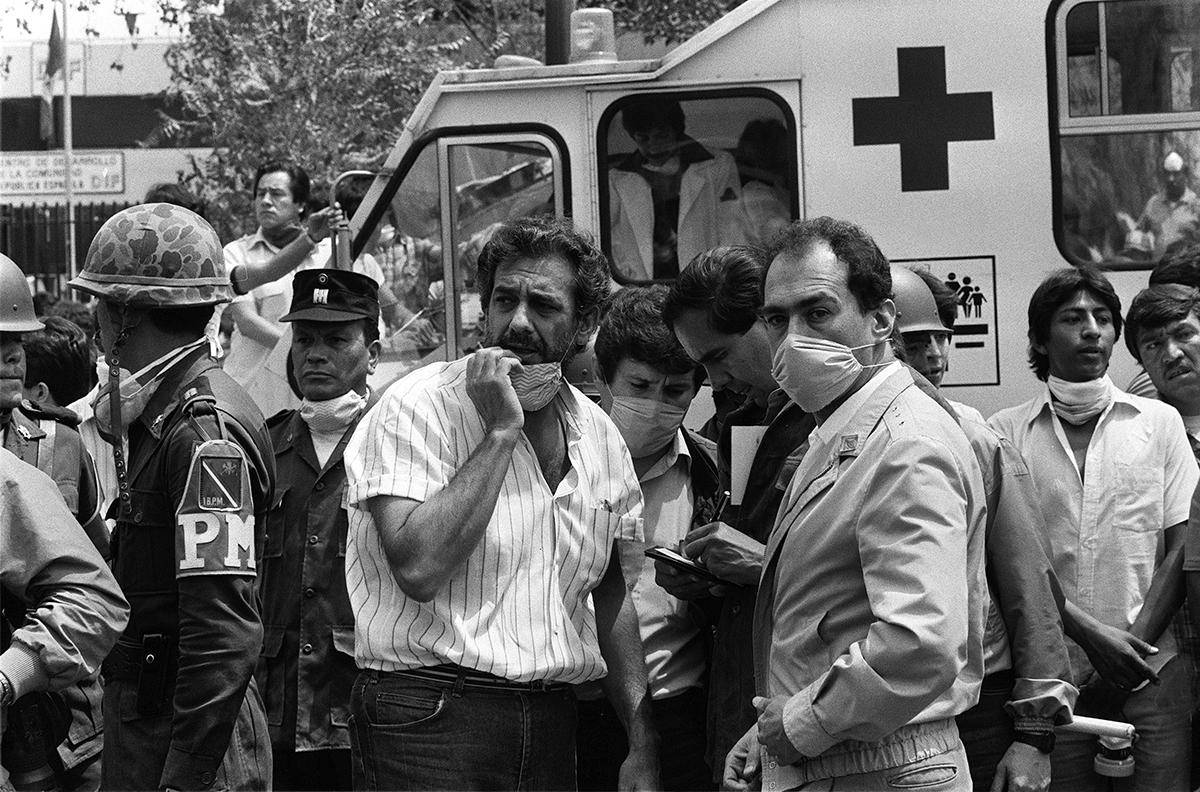 (FILE) A photo taken 25 September 1985 shows Spanish tenor Placido Domingo (3d L) attending the rescue operations in Mexico City, after an earthquake leveled parts of the city killing up to 30.000 people, 19 September 1985. Domingo was in Mexico City to know what happened to members of his family who disappeared in the earthquake. AFP PHOTO / DERRICK CEYRACDERRICK CEYRAC/AFP/Getty Images ** OUTS - ELSENT, FPG - OUTS * NM, PH, VA if sourced by CT, LA or MoD **