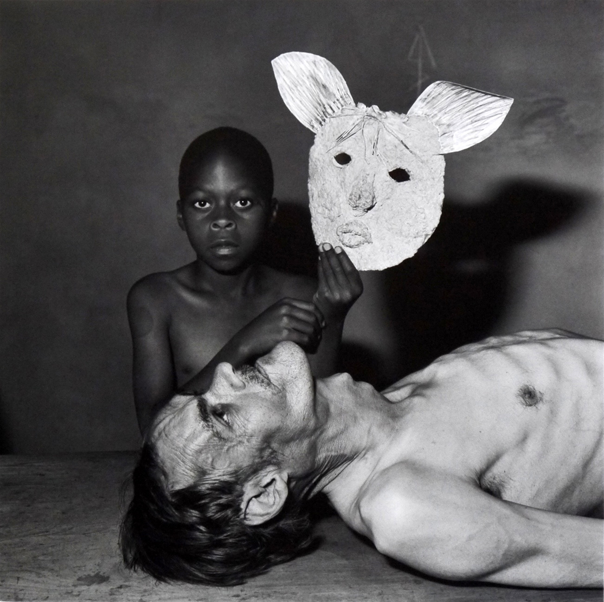 Tommy, Samson and a mask, 2000, Roger Ballen.