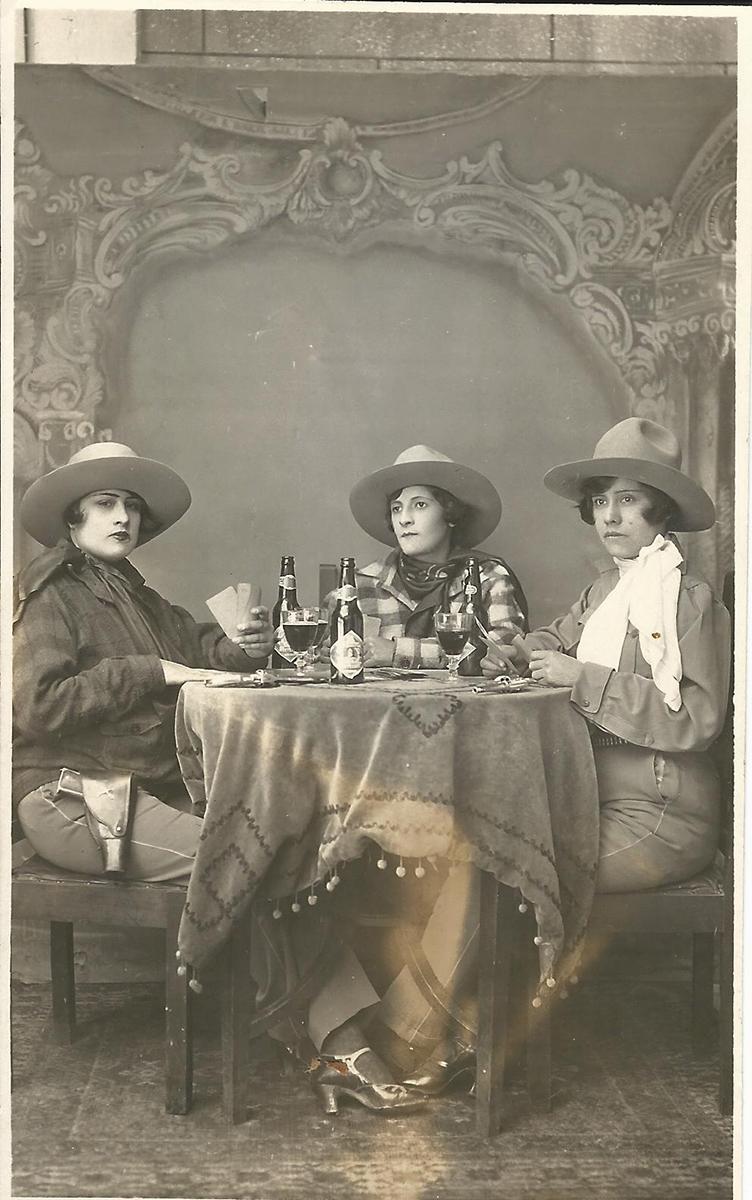 tres-mujeres-vestidas-como-hombres-museo-del-estanquillo