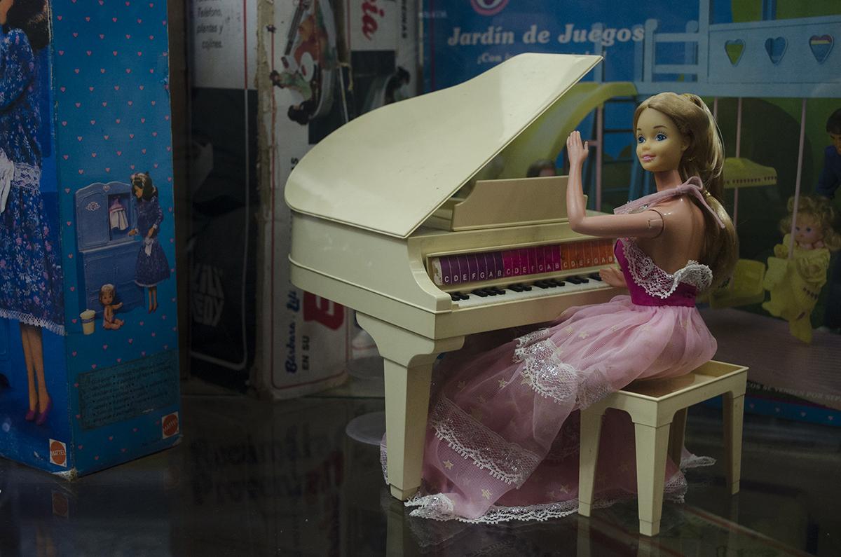 barbie-pianista