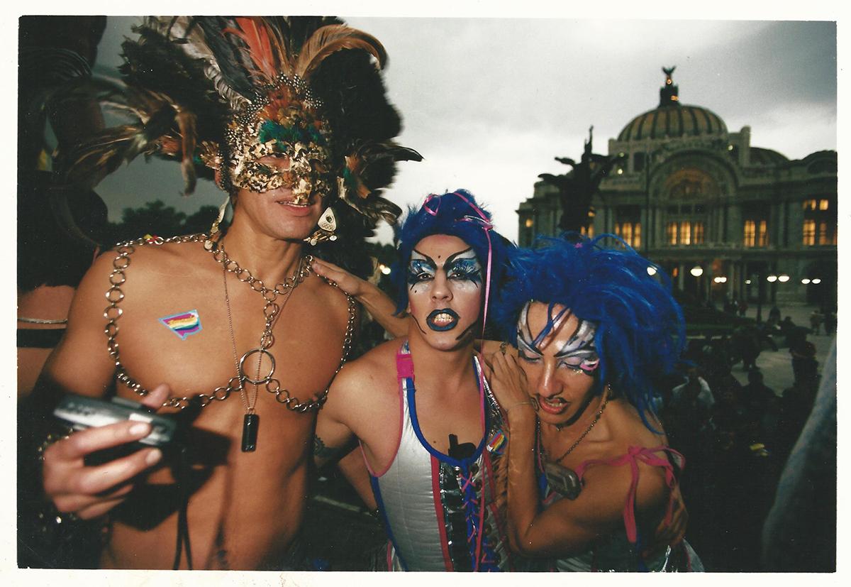 marcha-gay-erotismo-en-mexico-carlos-monsivais