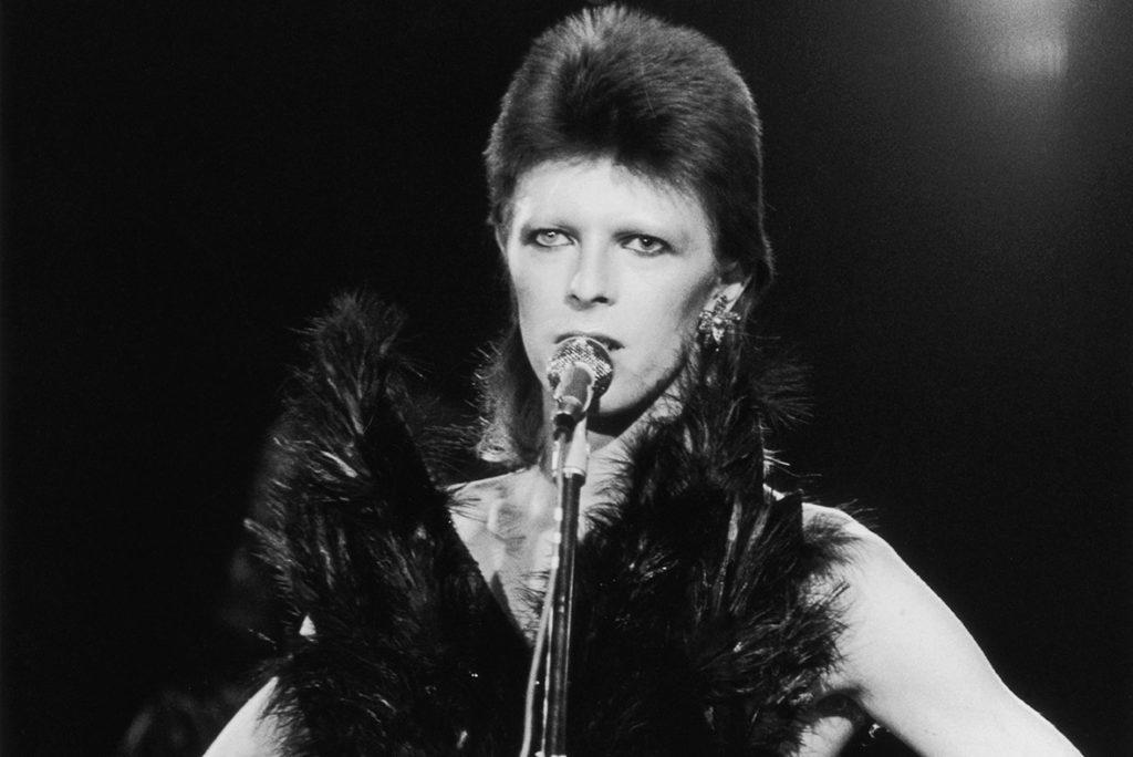Bowie y Warner Music extienden contrato por derechos
