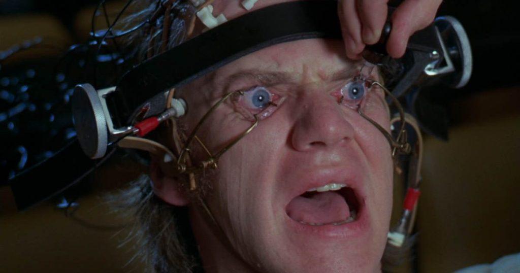 Malcolm McDowell en la escena del ojo en La Naranja Mecánica