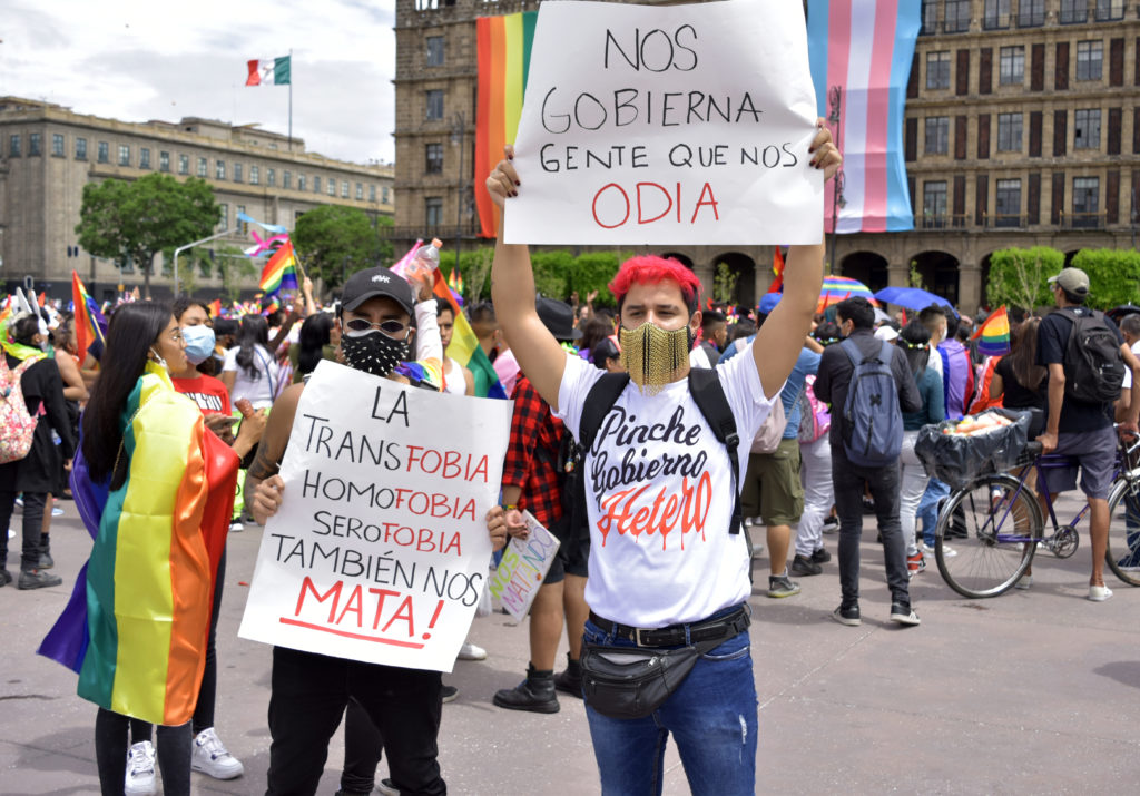 PANCARTA VS GOBIERNO MARCHA LGBTTTIQ+