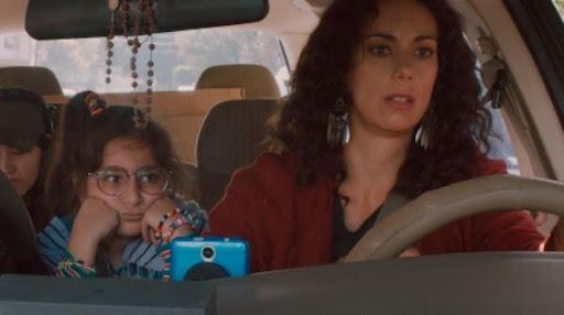 Escena de serie Amarres HBO Max