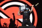 Tom Morello en concierto recordó alos 43 normalistas desaparecidos de Ayotzinapa